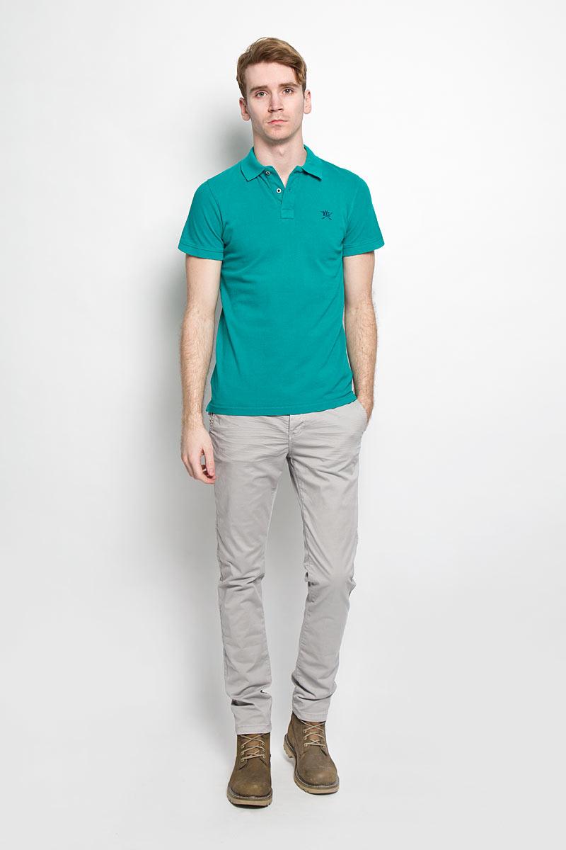 Поло20100096 582Стильная мужская футболка-поло Broadway, выполненная из высококачественного хлопка, обладает высокой теплопроводностью, воздухопроницаемостью и гигроскопичностью, позволяет коже дышать. Модель с короткими рукавами и отложным воротником - идеальный вариант для создания оригинального современного образа. Сверху футболка-поло застегивается на две пуговицы. Воротник и манжеты рукавов выполнены из трикотажной резинки. По бокам модели предусмотрены небольшие разрезы. Модель оформлена на груди небольшой вышивкой в виде логотипа производителя. Такая модель подарит вам комфорт в течение всего дня и послужит замечательным дополнением к вашему гардеробу.