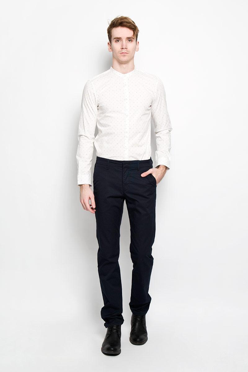 Рубашка2031070.00.15Стильная мужская рубашка Tom Tailor Denim, изготовленная из эластичного хлопка, необычайно мягкая и приятная на ощупь, не сковывает движения и позволяет коже дышать, обеспечивая наибольший комфорт. Классическая рубашка приталенного кроя с воротником-стойкой, длинными рукавами и полукруглым низом застегивается на пластиковые пуговицы. Длинные рукава дополнены манжетами на пуговицах. Такая модель порадует настоящих ценителей комфорта и практичности!