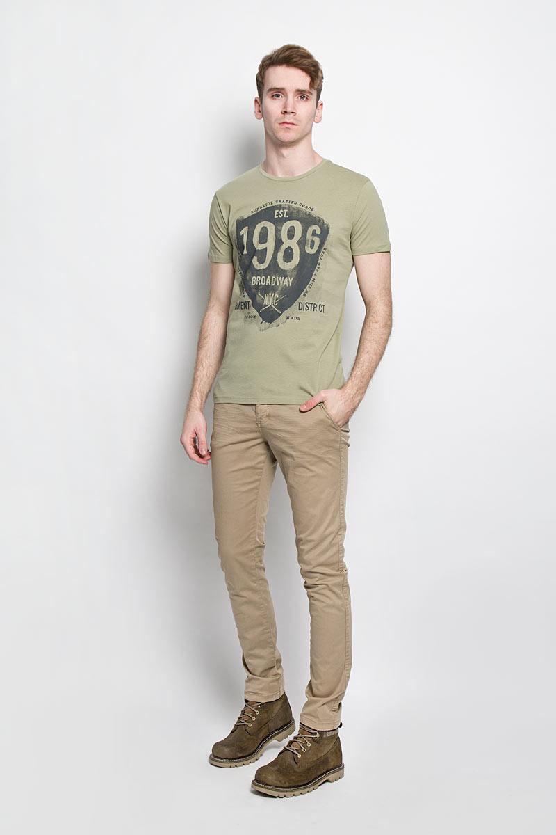 Футболка20100000 69CСтильная мужская футболка Broadway, выполненная из высококачественного хлопка, обладает высокой теплопроводностью, воздухопроницаемостью и гигроскопичностью, позволяет коже дышать. Модель с короткими рукавами и круглым вырезом горловины - идеальный вариант для создания образа в стиле Casual. Футболка оформлена оригинальным принтом. Вырез горловины дополнен эластичной резинкой, что предотвращает деформацию во время носки. Такая модель подарит вам комфорт в течение всего дня и послужит замечательным дополнением к вашему гардеробу.