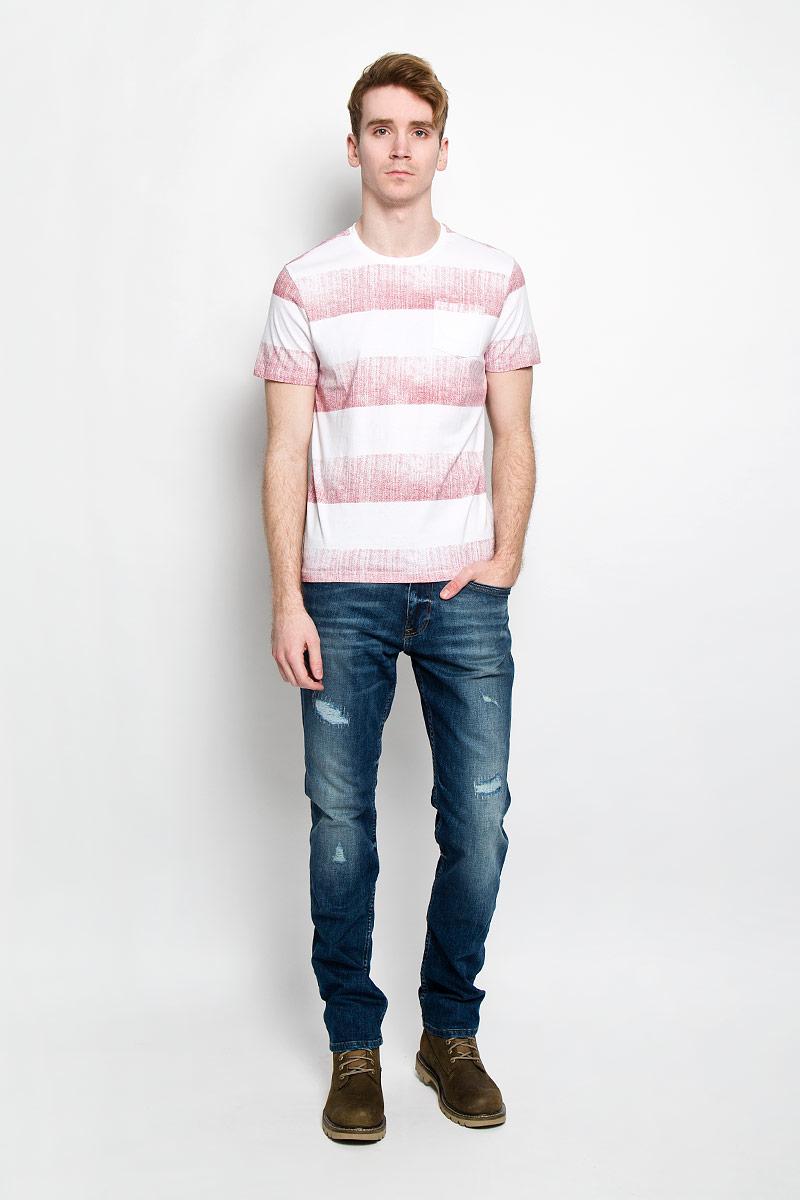 Футболка мужская. SPO2668BISPO2668BIСтильная мужская футболка Top Secret выполнена из высококачественного 100% хлопка. Материал очень мягкий и приятный на ощупь, обладает высокой воздухопроницаемостью и гигроскопичностью, позволяет коже дышать. Модель прямого кроя с круглым вырезом горловины и короткими рукавами оформлена принтом в широкую полоску. Горловина дополнена трикотажной резинкой. Спереди модель дополнена небольшим накладным кармашком. Такая модель будет дарить вам комфорт в течение всего дня и послужит замечательным дополнением к вашему гардеробу.