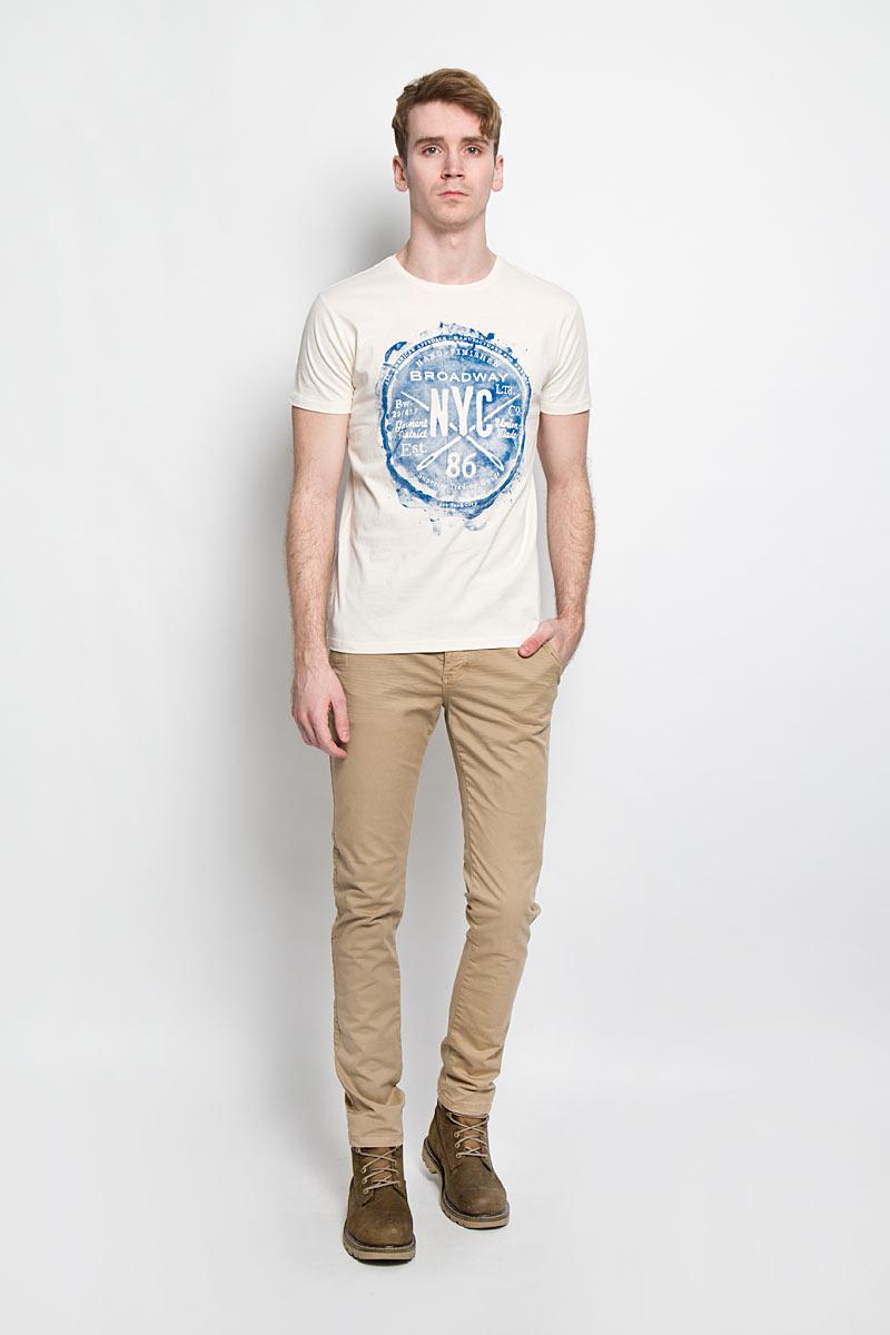 Футболка мужская. 2010000020100000 06AСтильная мужская футболка Broadway, выполненная из хлопка, обладает высокой теплопроводностью, воздухопроницаемостью и гигроскопичностью, позволяет коже дышать. Модель с короткими рукавами и круглым вырезом горловины оформлена оригинальным принтом. Такая модель подарит вам комфорт в течение всего дня и послужит замечательным дополнением к вашему гардеробу.