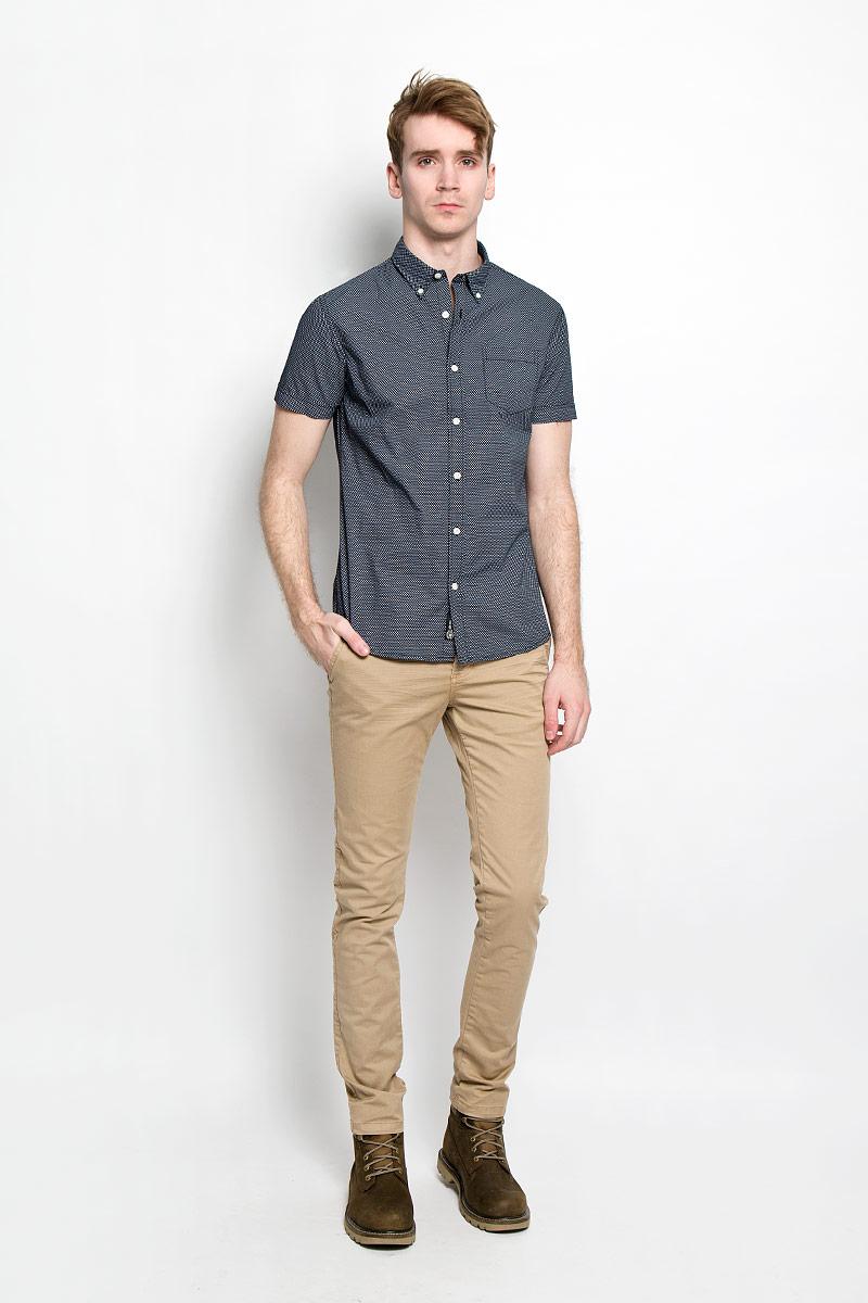 20100030 000Стильная мужская рубашка Broadway Cesar выполненная из натурального хлопка, обладает высокой теплопроводностью, воздухопроницаемостью и гигроскопичностью, позволяет коже дышать, тем самым обеспечивая наибольший комфорт при носке даже самым жарким летом. Рубашка прямого кроя с короткими, полукруглым низом и отложным воротником застегивается на пуговицы. Модель оформлена рисунком в мелкий крестик и дополнена небольшим накладным карманом на груди. Такая рубашка будет дарить вам комфорт в течение всего дня и послужит замечательным дополнением к вашему гардеробу.