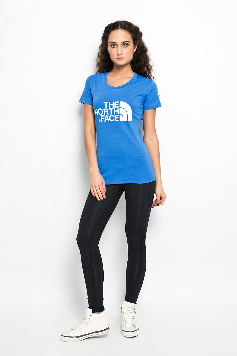 ФутболкаT0C256FN4Стильная женская футболка The North Face W S/S Easy Tee, выполненная из натурального хлопка, подарит вам комфорт во время тренировок. Модель с короткими рукавами и круглым вырезом горловины оформлена термоаппликацией в виде эмблемы бренда. Эта футболка - идеальный вариант для создания эффектного образа.
