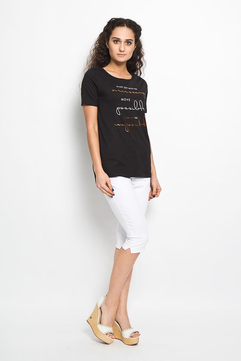 10156043 99DОтличная женская футболка Broadway Bonny, выполнена из хлопка и вискозы. Модель с круглым вырезом горловины, короткими рукавами и небольшими разрезами в боковых швах. Спинка немного удлинена. Спереди модель оформлена термоаппликацией в виде надписей на английском языке. Эта футболка станет отличным дополнением к вашему гардеробу.