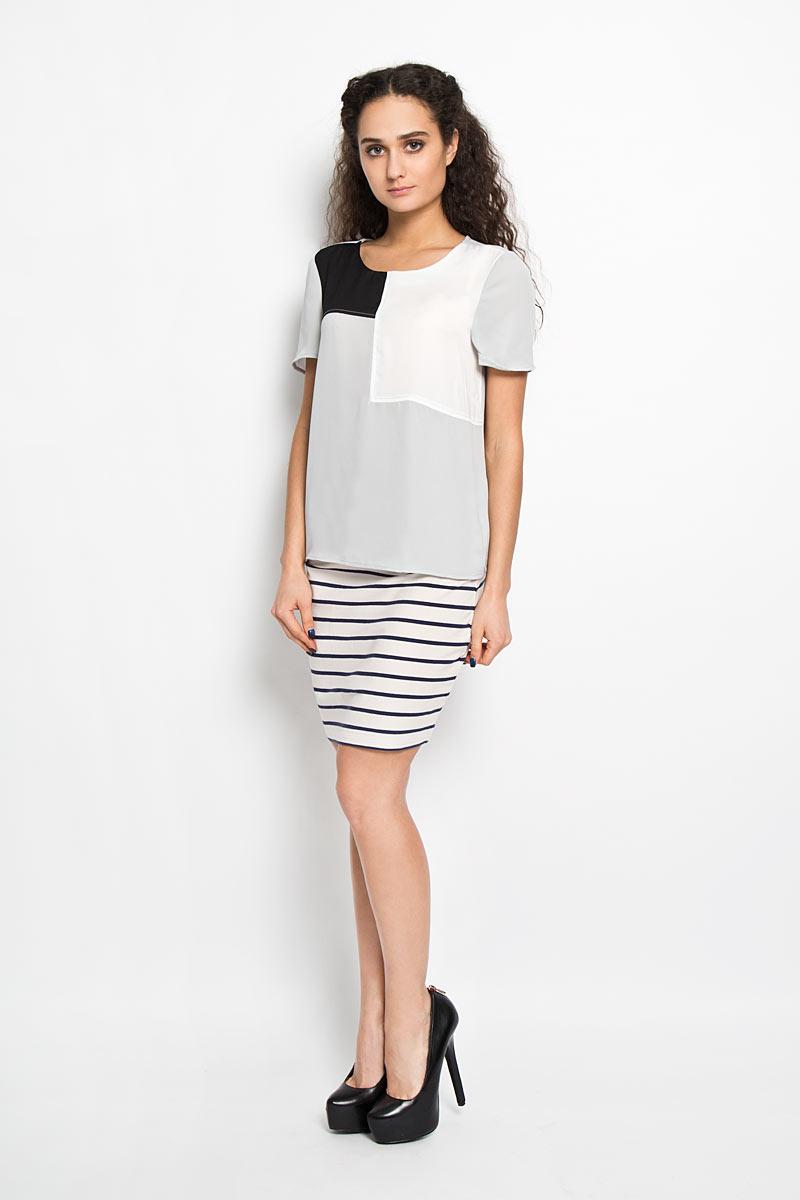 Блузка10156090 001Стильная женская блуза Broadway Bebe выполненная из 100% полиэстера, подчеркнет ваш уникальный стиль и поможет создать оригинальный женственный образ. Блузка с круглым вырезом горловины и короткими рукавами застегивается сзади петлей на пуговицу, образуя при этом небольшой разрез. Изделие спереди оформлено геометрическими контрастными вставками. Модель идеально подойдет для жарких летних дней. Такая блузка будет дарить вам комфорт в течение всего дня и послужит замечательным дополнением к вашему гардеробу.