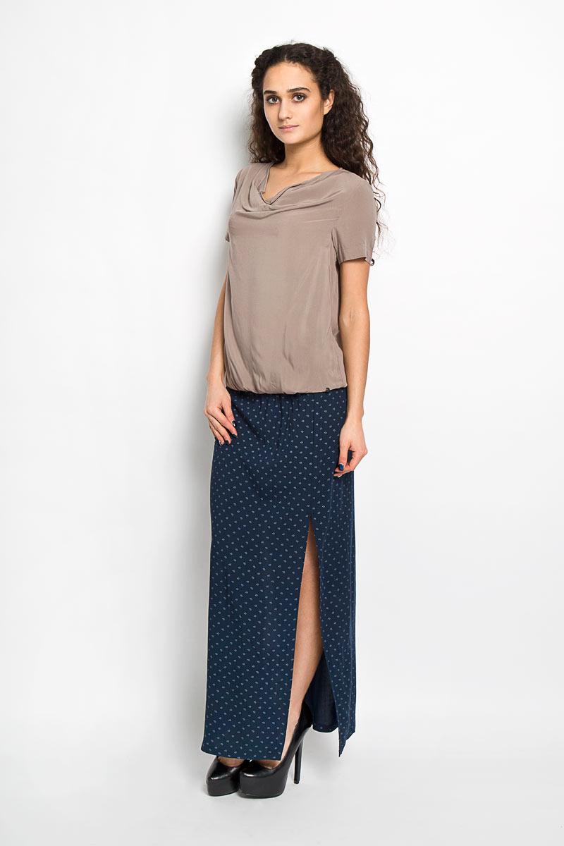 Блузка женская. S16-11092S16-11092_201Стильная блузка Finn Flare, выполненная из 100% вискозы, подчеркнет ваш уникальный стиль и поможет создать оригинальный женственный образ. Модель с короткими рукавами и вырезом-качелькой. Низ блузки стянут резинкой. Оформлено изделие небольшой металлической пластиной с названием бренда. Такая блузка будет дарить вам комфорт в течение всего дня и послужит замечательным дополнением к вашему гардеробу. Модель идеально подойдет для жарких летних дней.