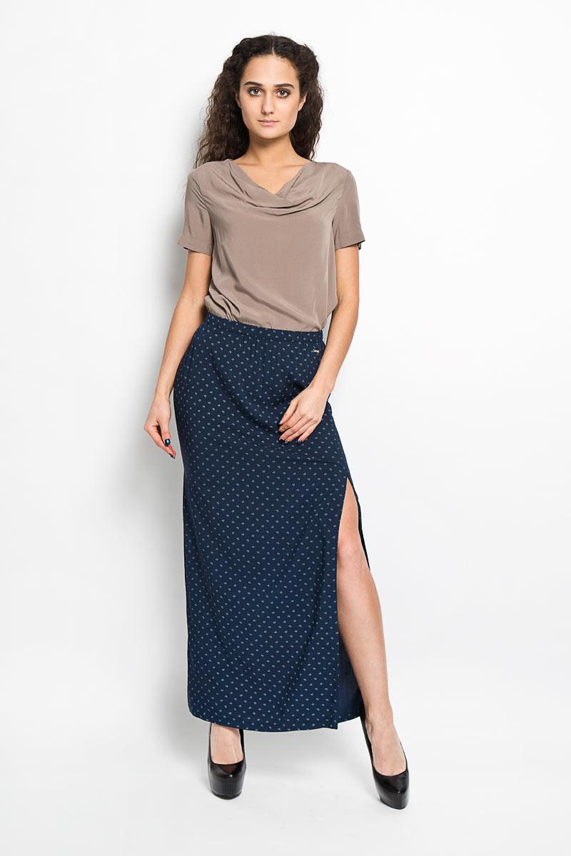 ЮбкаS16-32009_101Эффектная юбка Finn Flare, выполненная из 100% вискозы, подчеркнет вашу женственность и неповторимый стиль. Модель прямого кроя дополнена поясом на резинке и большими разрезами в боковых швах. Юбка оформлена оригинальным принтом. Слева ниже линии пояса имеется небольшой металлический декоративный элемент с надписью бренда. Модная юбка-макси выгодно освежит и разнообразит ваш гардероб. Создайте женственный образ и подчеркните свою яркую индивидуальность!