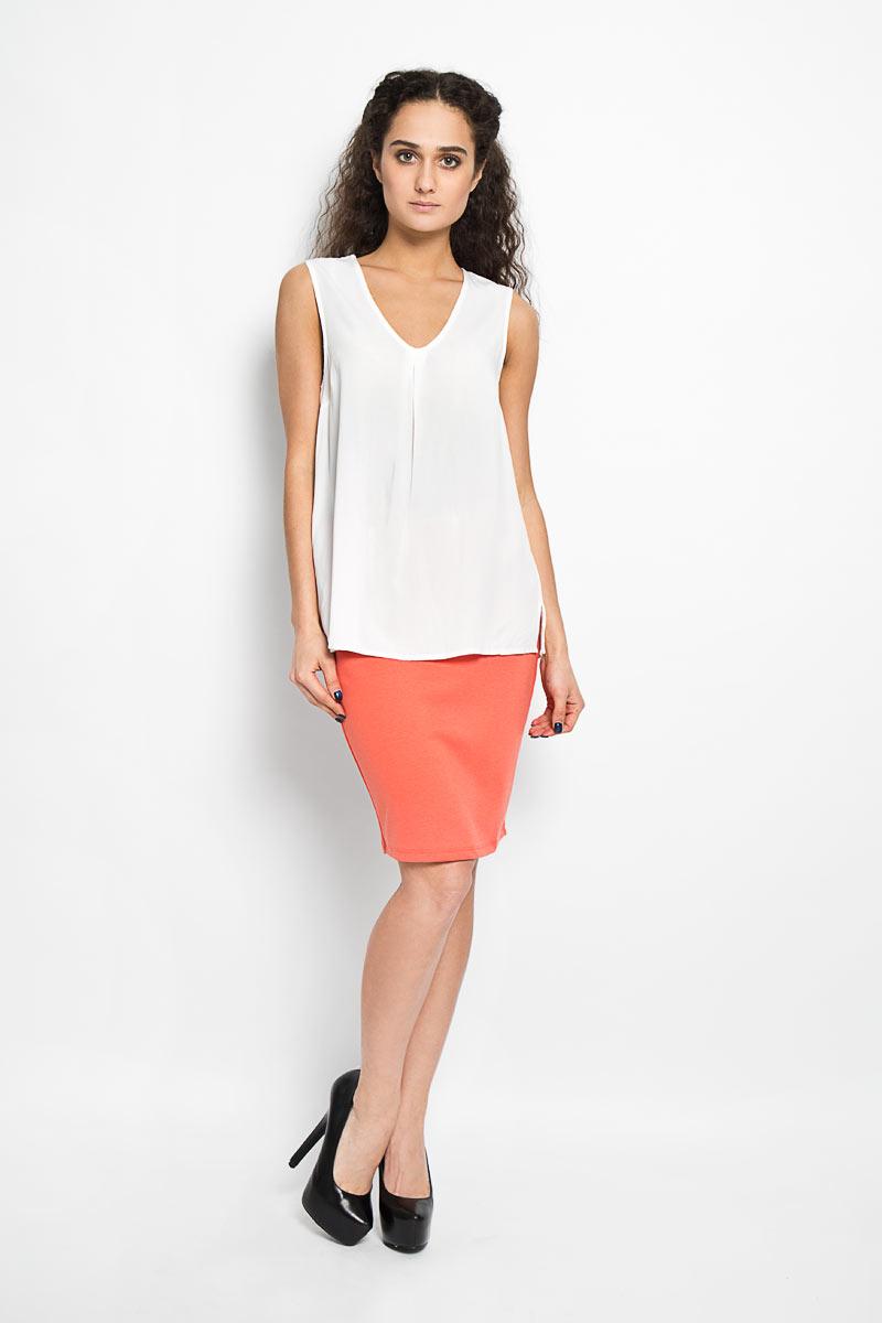 Блузка10156087 001Стильная женская блуза Broadway, выполненная из 100% вискозы, подчеркнет ваш уникальный стиль и поможет создать оригинальный женственный образ. Блузка трапециевидного кроя, без рукавов с V-образным вырезом горловины. Модель спереди оформлена складкой и боковыми разрезами. Легкая блуза идеально подойдет для жарких летних дней. Такая блузка будет дарить вам комфорт в течение всего дня и послужит замечательным дополнением к вашему гардеробу.