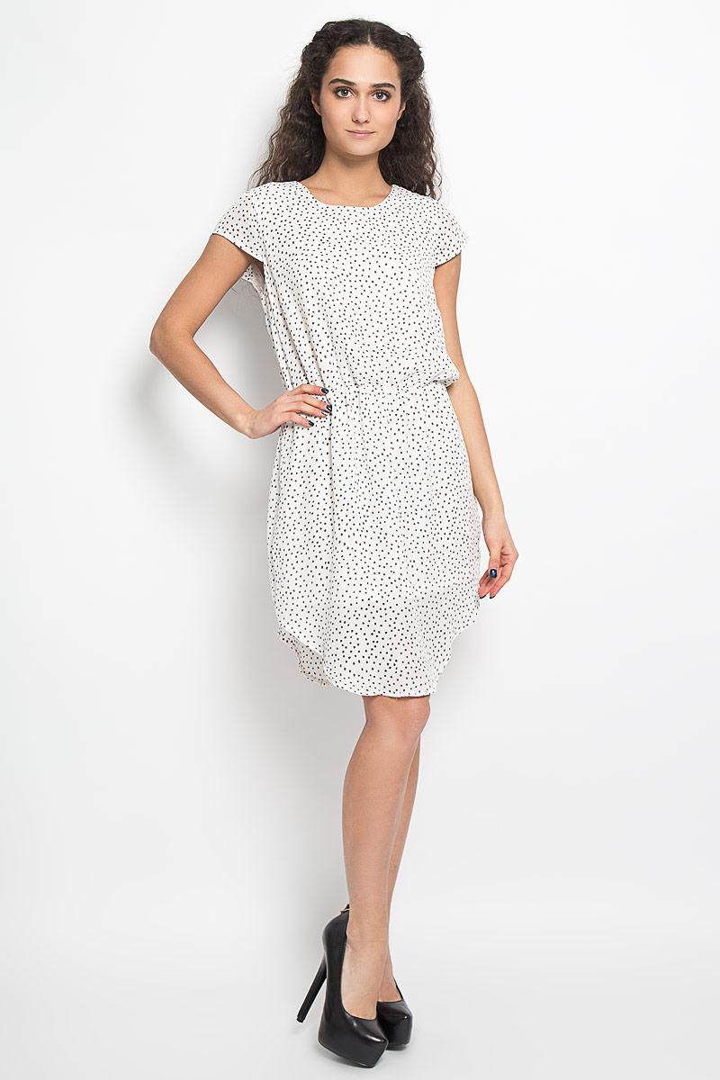 Платье10156075 001Модное легкое платье Broadway Belina, выполненное из 100% полиэстера с подкладкой - прекрасный вариант для модных женщин, желающих подчеркнуть свою индивидуальность и хороший вкус. Модель с круглым вырезом горловины, закругленным низом и короткими рукавами со сборкой. Платье оформлено оригинальным пестрым принтом и застёгивается на пуговицу на спинке. Линию талии подчеркивает эластичная резинка. Лаконичный дизайн и совершенство стиля подчеркнут вашу индивидуальность.