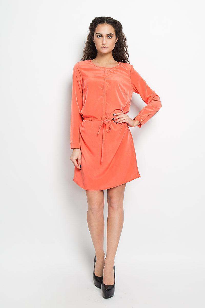 Платье10156182_373Стильное платье Broadway поможет создать оригинальный женственный образ. Платье на подкладке выполнено из полиэстера, приятное к телу, не сковывает движения и хорошо вентилируется. Модель с круглым вырезом горловины и длинными рукавами застегивается спереди на пуговицы, скрытые за планкой. Манжеты рукавов также имеют застежки-пуговицы. На талии платье дополнено тонким текстильным поясом. Лаконичный дизайн и совершенство стиля подчеркнут вашу индивидуальность.