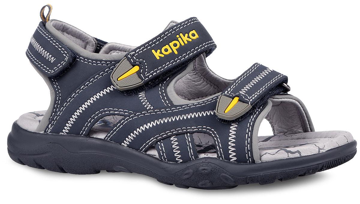 Сандалии для мальчика. 3315733157-1Модные сандалии от Kapika придутся по душе вашему мальчику! Модель, изготовленная из натуральной кожи, оформлена контрастной прострочкой, на верхнем ремешке - тиснением в виде названия бренда. Ярлычок на заднике предназначен для удобства обувания. Ремешки с застежками-липучками прочно закрепят обувь на ножке и отрегулируют нужный объем. Внутренняя поверхность и стелька из натуральной кожи комфортны при движении. Стелька дополнена супинатором, который обеспечивает правильное положение ноги ребенка при ходьбе. Подошва с рифлением обеспечивает отличное сцепление с поверхностью. Технология Shock Absorber позволяет снизить давление и ударные нагрузки на стопу при ходьбе. Практичные и стильные сандалии займут достойное место в гардеробе вашего мальчика.