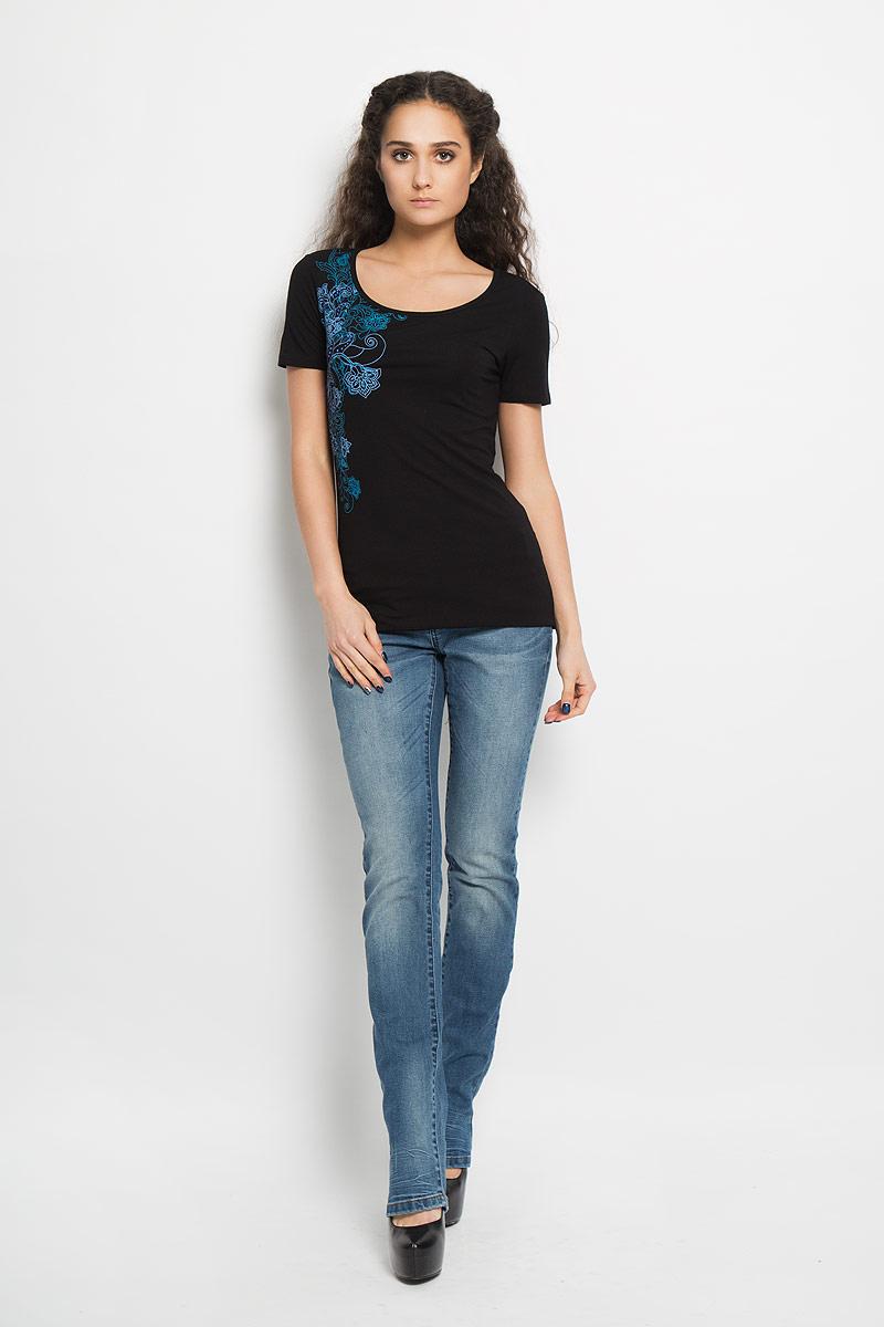 B16-12059_200Стильная женская футболка Finn Flare, выполненная из высококачественной эластичной вискозы, обладает высокой теплопроводностью, воздухопроницаемостью и гигроскопичностью, позволяет коже дышать. Модель с короткими рукавами и круглым вырезом - идеальный вариант для создания модного образа. Футболка оформлена принтом с изображением оригинального цветочного узора и декорирована стразами. Такая модель подарит вам комфорт в течение всего дня и послужит замечательным дополнением к вашему гардеробу.