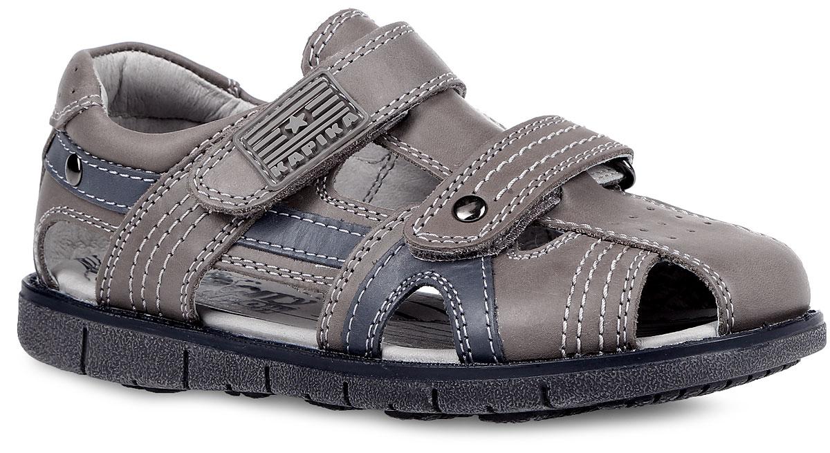 33159-1Модные сандалии от Kapika придутся по душе вашему мальчику! Модель, изготовленная из натуральной кожи, оформлена контрастной прострочкой, на верхнем ремешке - фирменной прорезиненной нашивкой. Ремешки с застежками-липучками прочно закрепят обувь на ножке и отрегулируют нужный объем. Внутренняя поверхность и стелька из натуральной кожи комфортны при движении. Стелька дополнена супинатором, который обеспечивает правильное положение ноги ребенка при ходьбе. Подошва с рифлением обеспечивает отличное сцепление с поверхностью. Практичные и стильные сандалии займут достойное место в гардеробе вашего мальчика.