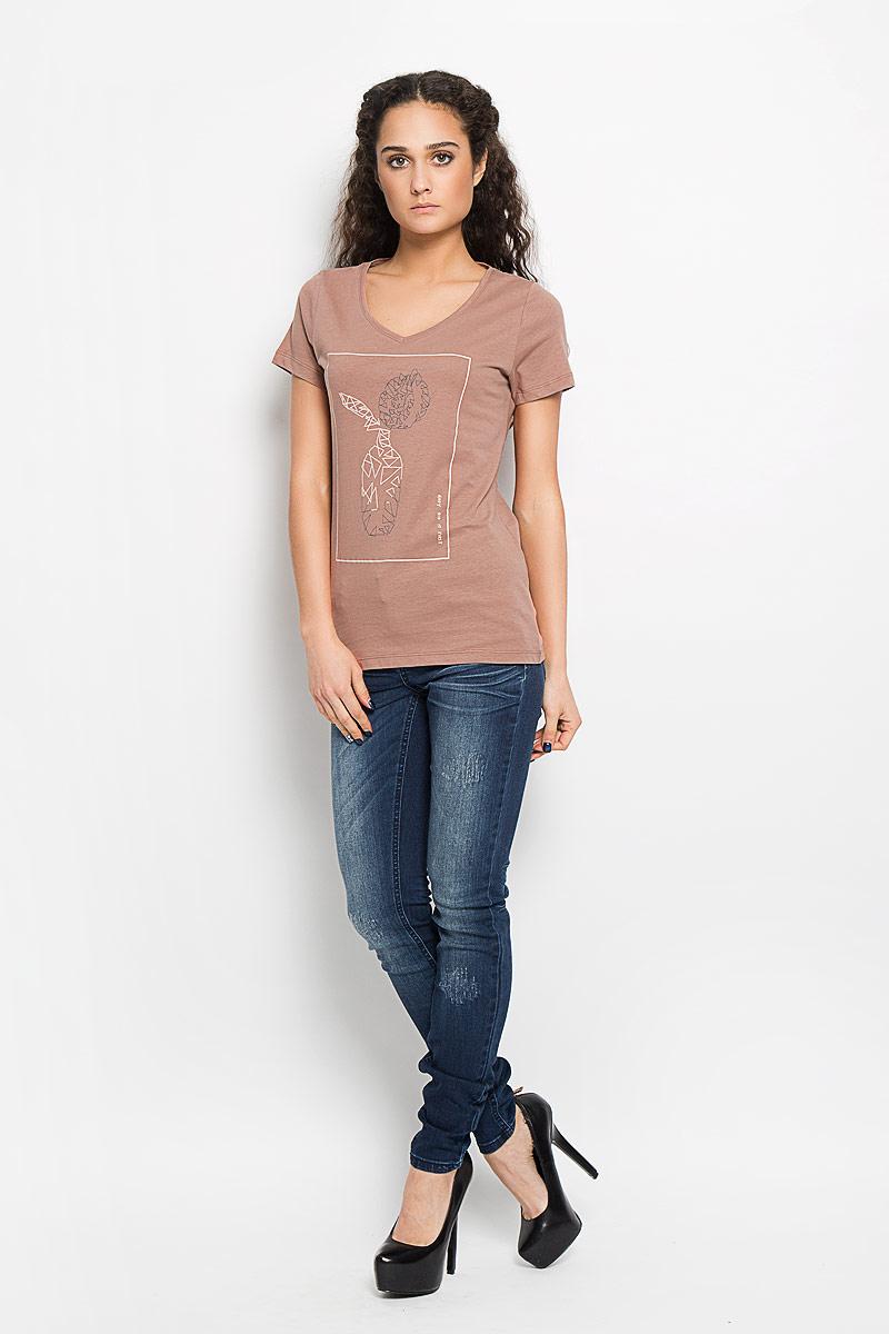 Футболка10156040 37BСтильная женская футболка Broadway Betty выполнена из натурального хлопка. Модель с V-образным вырезом горловины и короткими рукавами спереди оформлена оригинальной термоаппликацией. Эта футболка подарит вам комфорт и станет отличным дополнением к вашему гардеробу.
