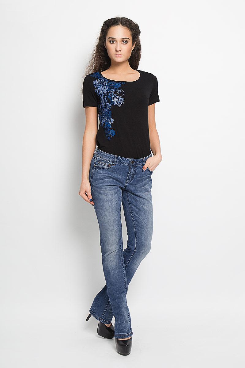 Джинсы женские Kate. 10156004 53710156004 537Стильные женские джинсы Broadway Kate - отличная модель на каждый день, которая прекрасно вам подойдет. Изделие изготовлено из хлопка с добавлением полиэстера и эластана. Джинсы прямого кроя низкой посадки на талии застегиваются на металлическую пуговицу, также имеются ширинка на застежке-молнии и шлевки для ремня. Спереди модель дополнена двумя втачными карманами со скошенными краями и маленьким накладным кармашком, а сзади - двумя накладными карманами. Модель оформлена эффектом потертости и перманентными складками. Эти эффектные и в то же время комфортные джинсы послужат превосходным дополнением к вашему гардеробу.