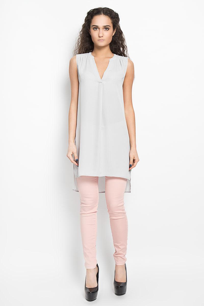 Блузка10156076 001Стильная женская блуза Broadway, выполненная из струящегося легкого материала, подчеркнет ваш уникальный стиль и поможет создать оригинальный женственный образ. Модная удлиненная блузка с V-образным вырезом горловины дополнена разрезами по бокам. Перед и спинка изделия отличаются по своей длине. Линия плеча и верхняя часть спинки декорированы мелкими складками. Легкая блуза идеально подойдет для жарких летних дней. Такая блузка будет дарить вам комфорт в течение всего дня и послужит замечательным дополнением к вашему гардеробу.
