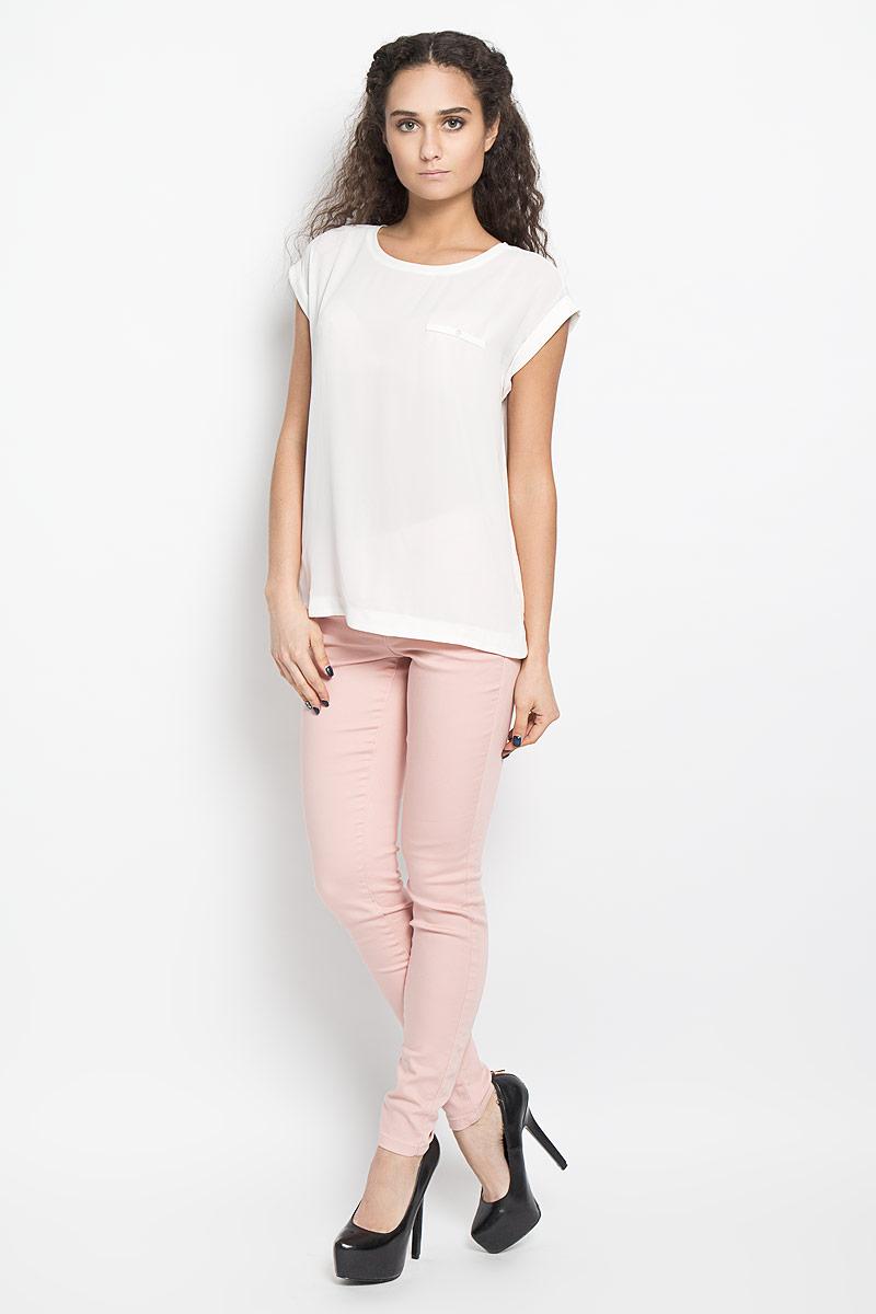 Блузка10156044 001Модная и стильная блузка Broadway Harlyn выполненная из высококачественного материала, благодаря своей универсальности идеально впишется в любой гардероб. Перед блузки выполнен из полупрозрачного полиэфира, а спинка из мягкого и приятного на ощупь материала - полиэфира с добавлением вискозы. Модель с короткими цельнокроеными рукавами, круглым вырезом горловины и разрезами по бокам оформлена имитацией кармашка с пуговицей. Рукава дополнены отворотами. Такая модель, несомненно, понравится ее обладательнице и послужит отличным дополнением к гардеробу.