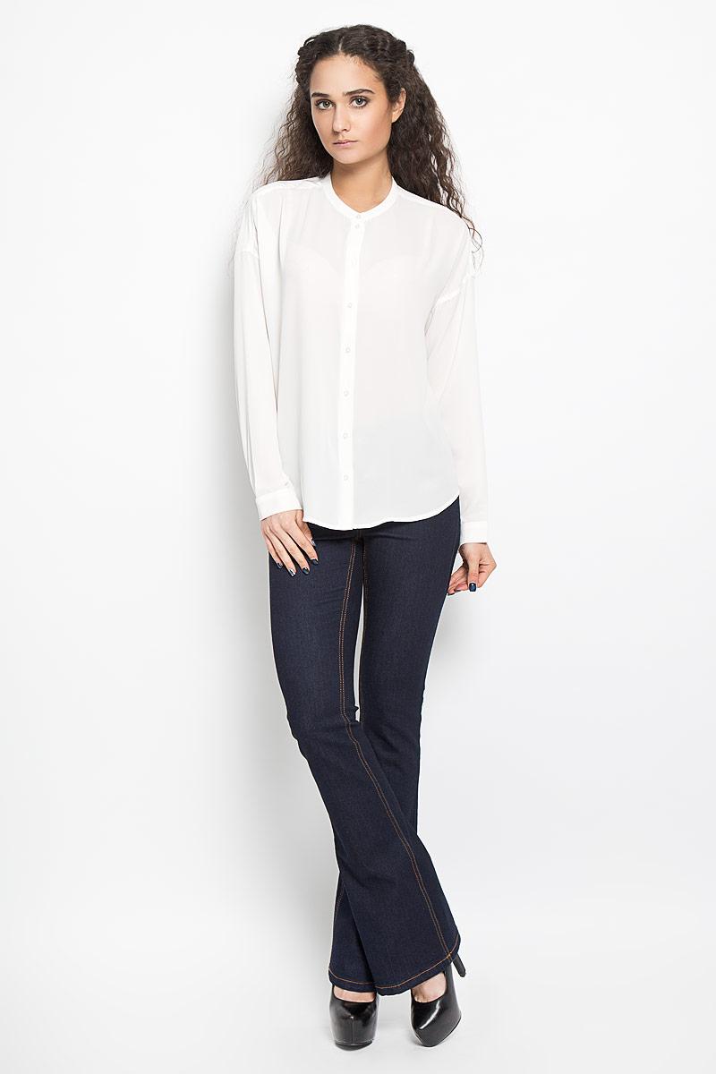 10156078 001Стильная женская блуза Broadway Bentley, выполненная из высококачественного полиэстера, подчеркнет ваш уникальный стиль и поможет создать оригинальный женственный образ. Блузка с круглым вырезом горловины и длинными рукавами застегивается спереди на пуговицы, манжеты рукавов также дополнены пуговицами. Спинка немного удлинена. Модель идеально подойдет для жарких летних дней. Такая блузка будет дарить вам комфорт в течение всего дня и послужит замечательным дополнением к вашему гардеробу.