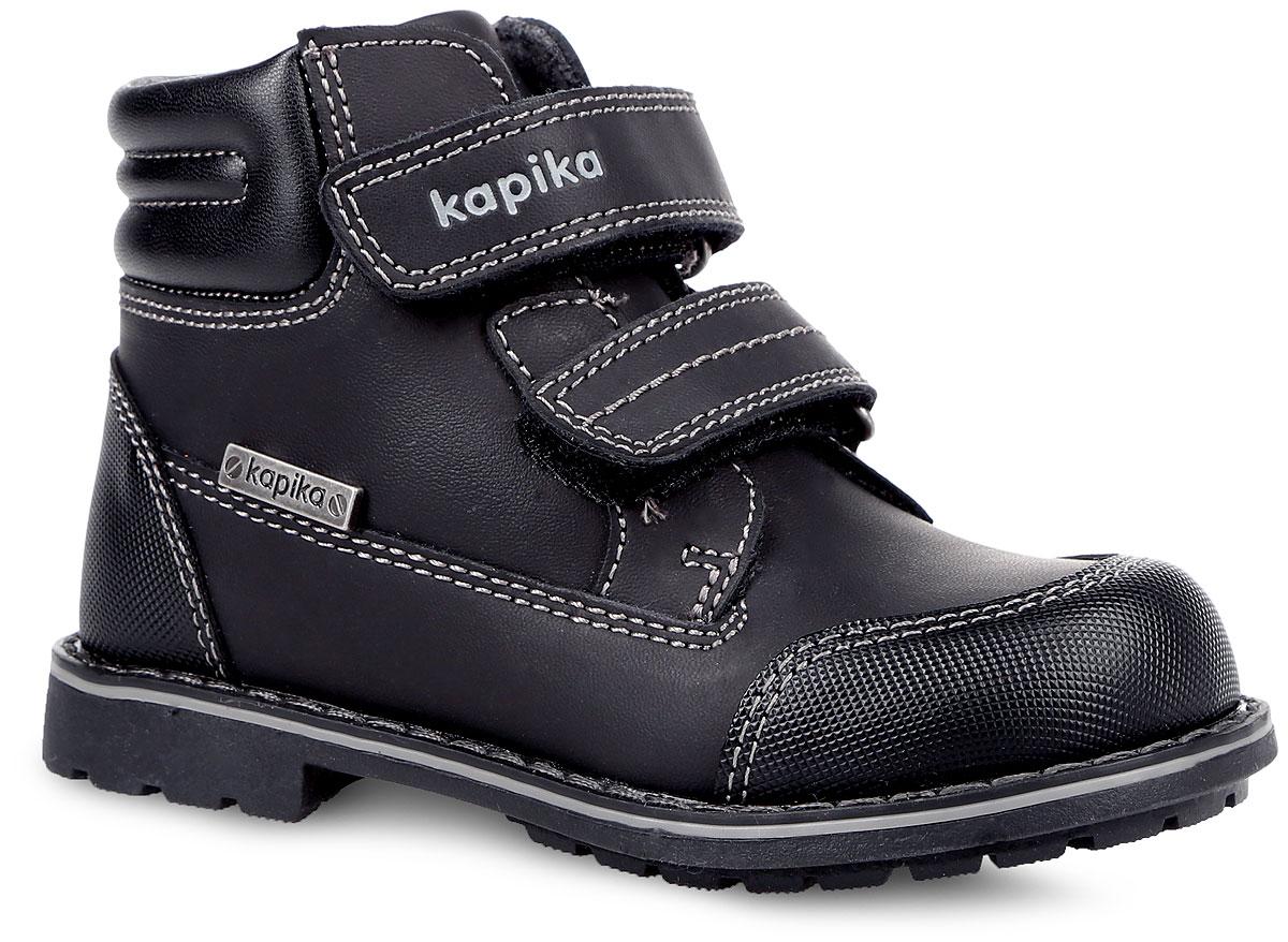 Ботинки для мальчика. 52215у-152215у-1Модные ботинки от Kapika придутся по душе вашему мальчику! Модель изготовлена из натуральной кожи и оформлена контрастной прострочкой, сбоку - металлической пластиной с гравировкой в виде названия бренда. Ремешки на застежках-липучках надежно зафиксируют изделие. Подкладка и стелька исполенны из текстиля, на 30% состоящего из шерсти. Стелька ЭВА дополнена супинатором, который отвечает за правильное формирование детской стопы. Рифление на подошве и на каблуке гарантирует идеальное сцепление с любой поверхностью. Стильные ботинки займут достойное место в гардеробе вашего ребенка.