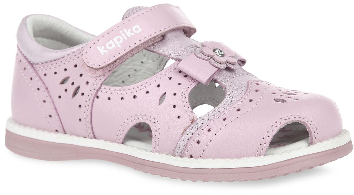 Сандалии для девочки. 3216432164-1Прелестные сандалии от Kapika очаруют вашу девочку с первого взгляда! Модель выполнена из натуральной кожи и оформлена перфорацией. Т-ремешок декорирован бантиком, украшенным двойным цветком. Полужесткий закрытый задник и ремешок на застежке-липучке обеспечивают оптимальную посадку обуви на ноге, не давая ей смещаться из стороны в сторону и назад. Стелька из натуральной кожи дополнена супинатором, который обеспечивает правильное положение ноги ребенка при ходьбе, предотвращает плоскостопие. Рифленая поверхность подошвы гарантирует отличное сцепление с любыми поверхностями. Стильные сандалии поднимут настроение вам и вашей дочурке!