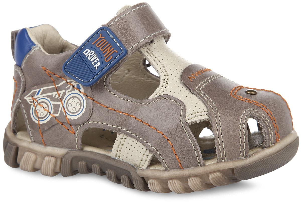 Сандалии для мальчика. 31135-131135-1Невероятно модные сандалии от Kapika очаруют вашего малыша с первого взгляда! Модель выполнена из натуральной кожи и оформлена контрастной прострочкой, на ремешке - прорезиненной нашивкой с надписью Young Driver, сбоку - аппликацией с изображением самосвала. Ярлычок на заднике предназначен для удобства обувания. Ремешок на застежке-липучке обеспечивает оптимальную посадку обуви на ноге. Стелька из натуральной кожи дополнена супинатором, который обеспечивает правильное положение ноги ребенка при ходьбе, предотвращает плоскостопие. Эластичная амортизирующая подошва Flexible Action System снижает нагрузку стопы во время ходьбы. Протектор на подошве обеспечивает идеальное сцепление с любой поверхностью. Стильные сандалии поднимут настроение вам и вашему ребенку!