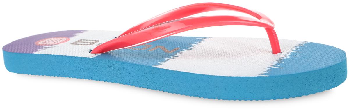 СланцыB405003Яркие женские сланцы от Baon очаруют вас с первого взгляда. Верх модели изготовлен из ПВХ. Верхняя поверхность подошвы оформлена оригинальным принтом и названием бренда. Ремешки с перемычкой гарантируют надежную фиксацию модели на ноге. Рифление на верхней поверхности подошвы предотвращает выскальзывание ноги. Рельефное основание подошвы обеспечивает уверенное сцепление с любой поверхностью. Удобные сланцы прекрасно подойдут для похода в бассейн или на пляж.