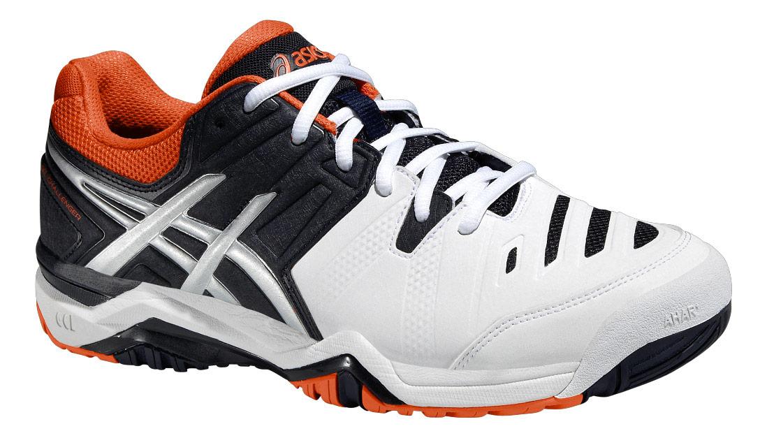 Кроссовки для тенниса мужские Gel-Challenger 10. E504Y-0150E504Y-0150Стильные кроссовки для тенниса от Asics Gel-Challenger 10 подарят вам безупречную амортизацию и комфорт. Модель выполнена из искусственной кожи со вставками из текстиля. Обувь по бокам оформлена оригинальным принтом и тиснением, на мысе - текстильными вставками удлиненной формы, на заднике и язычке, препятствующим попаданию грязи во внутрь, - вставками с символикой бренда. Классическая шнуровка надежно зафиксирует изделие на ноге. Подкладка, изготовленная из текстиля, гарантирует уют и предотвращает натирание. Съемная стелька из ЭВА с текстильной верхней поверхностью обеспечивает комфорт. Вставка из термостойкого геля на силиконовой основе значительно уменьшает нагрузку на пятку, колени и позвоночник спортсмена, снижая возможность получения травмы. Уникальная конструкция P.H.F. в пяточной части верха кроссовка обладает эффектом памяти, способным принимать и запоминать форму пятки человека. Колодка California предназначена для стабильности и комфорта....