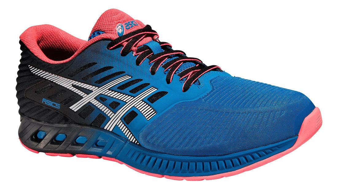 КроссовкиT639N-4201В мужских кроссовках для бега от Asics fuzeX сочетаются малый вес с защитой и амортизацией. Модель выполнена из текстиля с рельефной поверхностью и дополнена вставками из искусственных материалов. Обувь с одной из боковых сторон декорирована оригинальной вставкой, на язычке - вставкой с названием бренда, на заднике - фирменной вставкой со светоотражающим элементом, который создает дополнительную видимость в темное время суток. Подкладка, изготовленная из текстиля, гарантирует уют и предотвращает натирание. Стелька из ЭВА с текстильной верхней поверхностью подарит комфорт. Технология fuzeGEL обеспечивает плавный комфортный бег за счет поглощения ударной нагрузки и продвижения бегуна вперед при отталкивании. Благодаря центральной наружной подошве и опущенной на 8 мм пятке, что ниже, чем у кроссовок для шоссейного бега, вы сможете прочувствовать рельеф поверхности под ногами. Подошва оснащена рифлением для лучшей сцепки с поверхностями. Такие кроссовки займут...