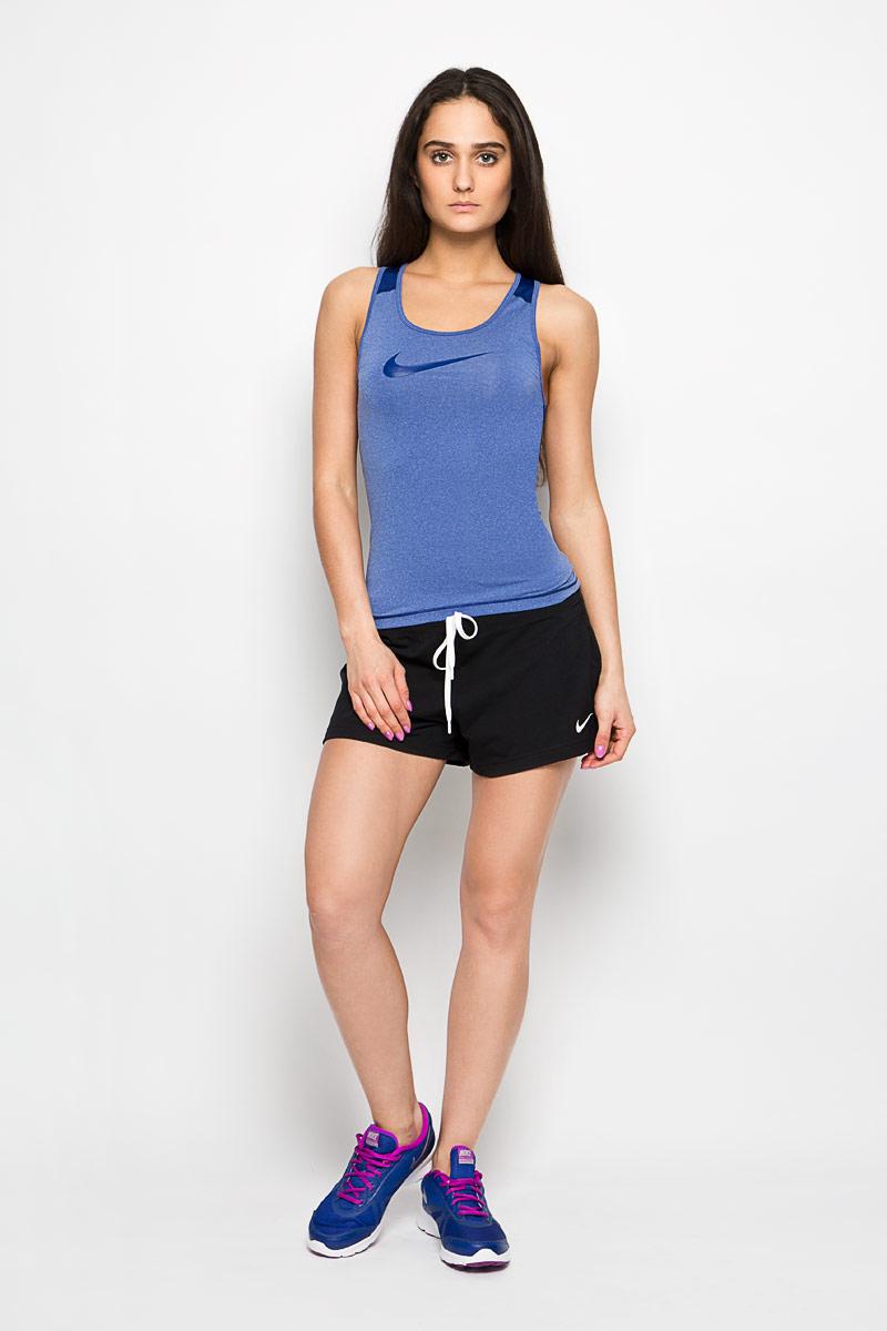 Майка женская Nike Pro Cool Tank. 725489-455725489-455Женская спортивная майка Nike Pro Cool Tank сочетает в себе необходимые во время активных тренировок качества. Технология Dri-FIT с влагоотводящими свойствами поддерживает тело сухим и гарантирует комфорт. Майка-борцовка имеет приталенный силуэт, что замечательно для наслоения или ношения соло. Мелкая перфорация на спинке и плечах позволяет сохранять прохладу во время повышенных нагрузок на тренировках. Майка с круглым вырезом горловины оформлена логотипом Nike на груди. Плоские швы не натирают и не раздражают кожу. Спинка удлинена с закругленным краем. Это прекрасный вариант для занятий спортом как на улице, так и в помещении.