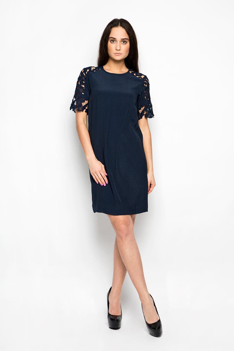 ПлатьеB456027Красивое платье Baon поможет создать привлекательный женственный образ. Изделие выполнено из мягкой вискозы, приятное к телу, не сковывает движения и хорошо вентилируется. Тонкая и легкая подкладка платья изготовлена из полиэстера. Модель с круглым вырезом горловины и короткими рукавами-реглан застегивается сзади на небольшую металлическую молнию. Рукава декорированы кружевными вставками. Это эффектное платье займет достойное место в вашем гардеробе!