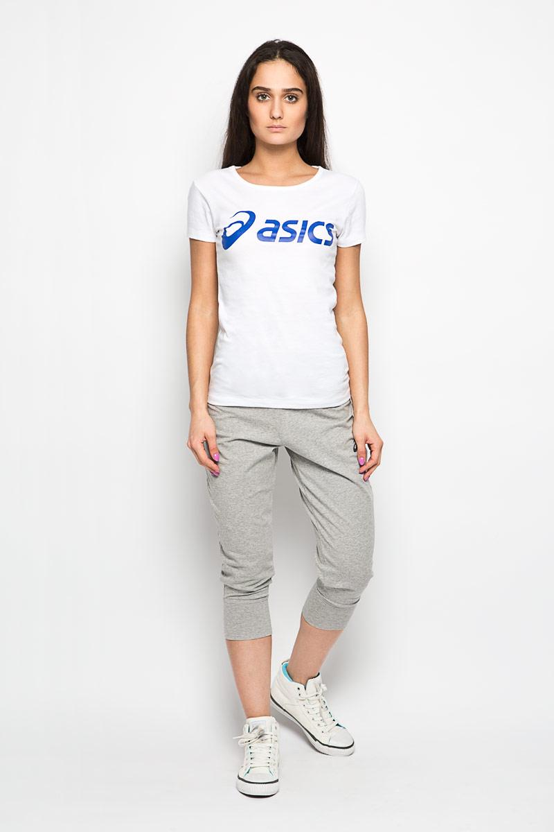 Футболка женская. 122863-0000122863-0000Женская футболка Asics Logo Tee выполнена из хлопка с добавлением полиэстера. Модель с короткими рукавами и круглым вырезом горловины не сковывает движения и придает элегантность вашему образу. Спереди футболка дополнена термоаппликацией с названием бренда. Такая футболка прекрасное решение для занятий спортом, йогой или при повседневной носке.