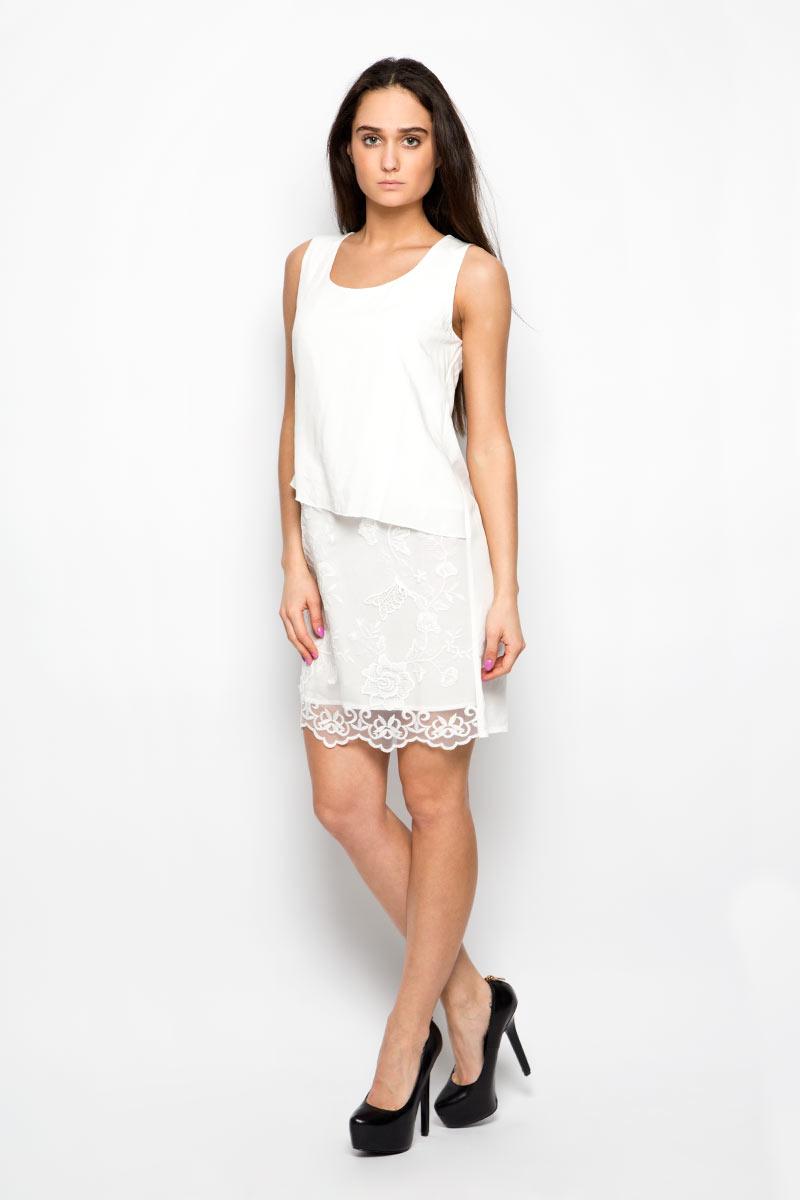 B456099Красивое платье Baon поможет создать привлекательный женственный образ. Изделие выполнено из мягкой вискозы с добавлением полиэстера, приятное к телу, не сковывает движения и хорошо вентилируется. Тонкая и легкая подкладка платья изготовлена из 100% вискозы. Модель с круглым вырезом горловины дополнена спереди вставкой из мягкой микросетки, украшенной вышитыми цветами. Это эффектное платье займет достойное место в вашем гардеробе!