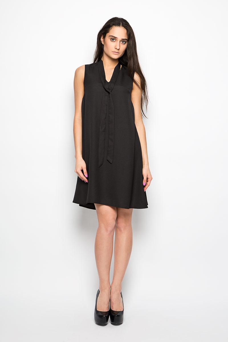 AC0261_BLACKЭлегантное и невероятно практичное платье Glamorous, выполненное из полиэстера, преподносит все достоинства женской фигуры в наиболее выгодном свете. Изделие с V-образным вырезом горловины, приятное к телу, не сковывает движения и хорошо вентилируется. Благодаря свойствам используемого материала изделие практически не сминается. Это эффектное платье займет достойное место в вашем гардеробе!