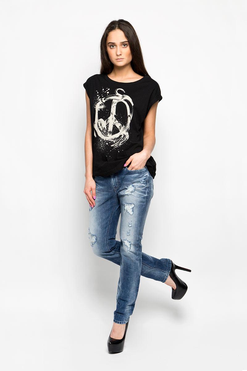Джинсы женские Kameron. 00SCDR-0848I00SCDR-0848IМодные женские джинсы Diesel Kameron станут отличным дополнением к вашему гардеробу. Изготовленные из натурального хлопка, они приятные на ощупь, не сковывают движения и позволяют коже дышать. Джинсы-бойфренды застегиваются на металлическую пуговицу и имеют ширинку на застежке-молнии, а также шлевки для ремня. Спереди расположены два втачных кармана и один маленький накладной, а сзади - два накладных кармана. Изделие оформлено эффектом искусственного состаривания денима: прорези, потертости, перманентные складки. Современный дизайн, отличное качество и расцветка делают эти джинсы стильным предметом женской одежды. Это идеальный вариант для тех, кто хочет заявить о себе и своей индивидуальности.