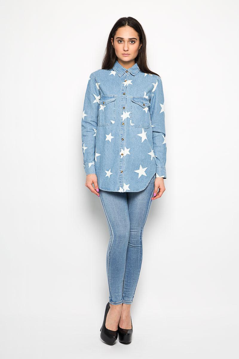 Рубашка женская. CK2703CK2703 LIGHT BLUE STAR PRINTЖенская рубашка Glamorous, выполненная из натурального хлопка, прекрасно дополнит ваш образ. Материал приятный на ощупь, позволяет коже дышать, не сковывает движения. Рубашка с отложным воротником и длинными рукавами спереди застегивается на пуговицы по всей длине. Манжеты также имеют застежки-пуговицы. На груди модель дополнена двумя накладными карманами, закрывающимися клапанами на пуговицах. Оформлено изделие принтом в виде звезд. Такая рубашка будет дарить вам комфорт в течение всего дня и станет стильным дополнением к вашему гардеробу.