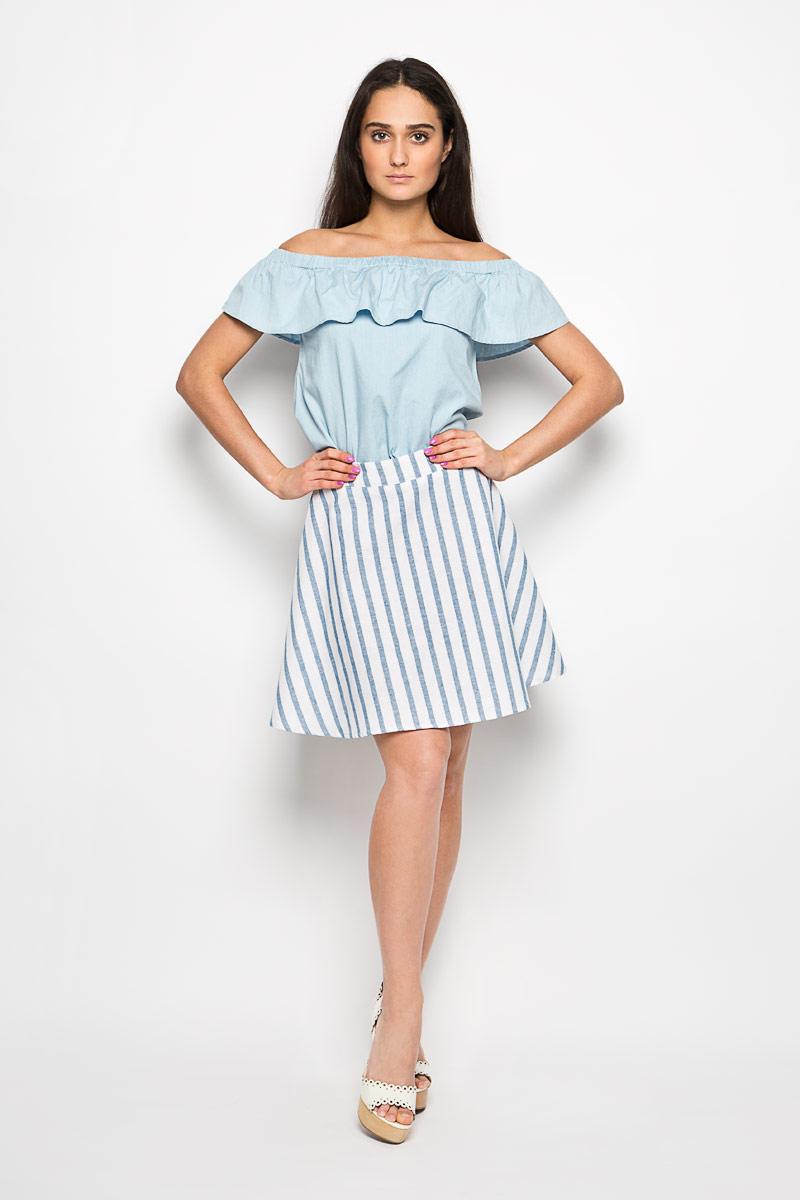 CK2832A WHITE LIGHT BLUE STRIPEЭффектная юбка Glamorous поможет создать оригинальный женственный образ. Изготовленная из натурального хлопка, она позволяет коже дышать, не сковывает движения и обеспечивает удобство при носке. Модель конического кроя имеет пришивной пояс и застегивается сзади на металлический крючок и застежку-молнию. Оформлено изделие принтом в полоску. Стильная юбка займет достойное место в вашем гардеробе и будет дарить вам комфорт в течение всего дня.