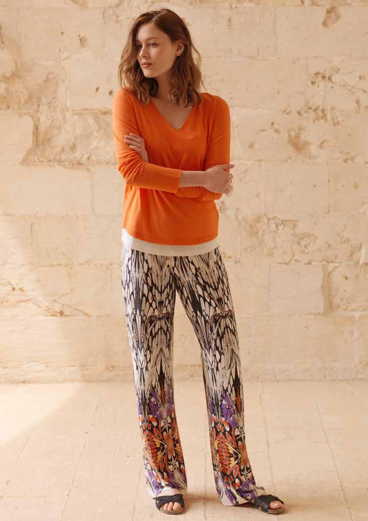 Комплект женский: лонгслив, брюки. 717651717651Комплект домашней одежды Penye Mood, состоящий из лонгслива и брюк, станет отличным дополнением к вашему гардеробу. Изделия выполнены из приятного на ощупь высококачественного материала. Уютный лонгслив свободного кроя с V-образным вырезом горловины удобная и практичная вещь в гардеробе. Домашняя одежда играет большую роль в гардеробе женщины, ведь каждой женщине хочется даже дома выглядеть привлекательной.