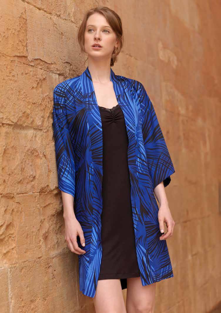 Комплект женнский: халат, сорочка. 717673717673Комплект домашней одежды Penye Mood, состоящий из халата и сорочки, станет отличным дополнением к вашему гардеробу. Изделия выполнены из приятного на ощупь высококачественного материала. Халат и сорочка превосходно сидят, не сковывают движения и позволяют коже дышать. Сорочка приталенного кроя с расширением к низу дополнена тонкими бретельками регулируемой длины и оформлена кружевом. Халат свободного кроя с рукавами 3/4 запахивается и завязывается на широкий пояс, продетый через боковые шлевки. Изюминка модели - яркий принт. Этот модный домашний комплект - настоящее воплощение комфорта. В нем вы всегда будете чувствовать себя удобно и уютно.