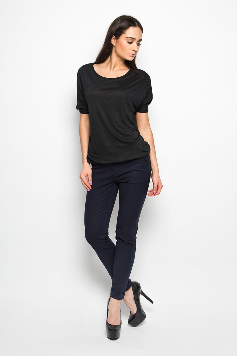 Футболка женская. B236133B236133Оригинальная женская футболка Baon, выполнена из полиэстера с добавлением вискозы. Модель с круглым вырезом горловины, короткими рукавами - летучая мышь. Горловина и низ рукавов обработаны трикотажной резинкой, которая предотвращает деформацию после стирки и во время носки. Низ изделия обработан резинкой. Эта футболка станет отличным дополнением к вашему гардеробу.