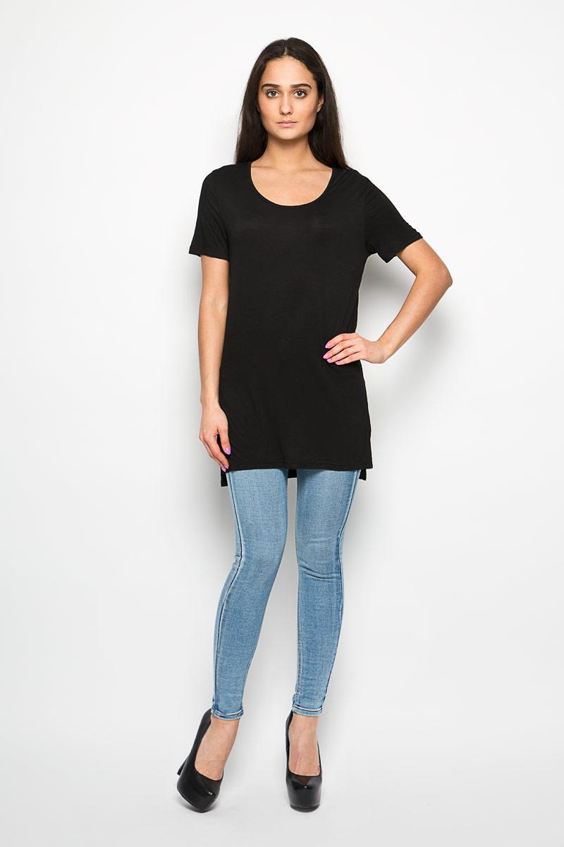 ФутболкаCK1657_BlackОригинальная женская футболка Glamorous, выполнена из вискозы с добавлением эластана. Модель с круглым вырезом горловины и короткими рукавами. В боковых швах обработаны разрезы. Спинка намного удлинена. Эта футболка станет отличным дополнением к вашему гардеробу.