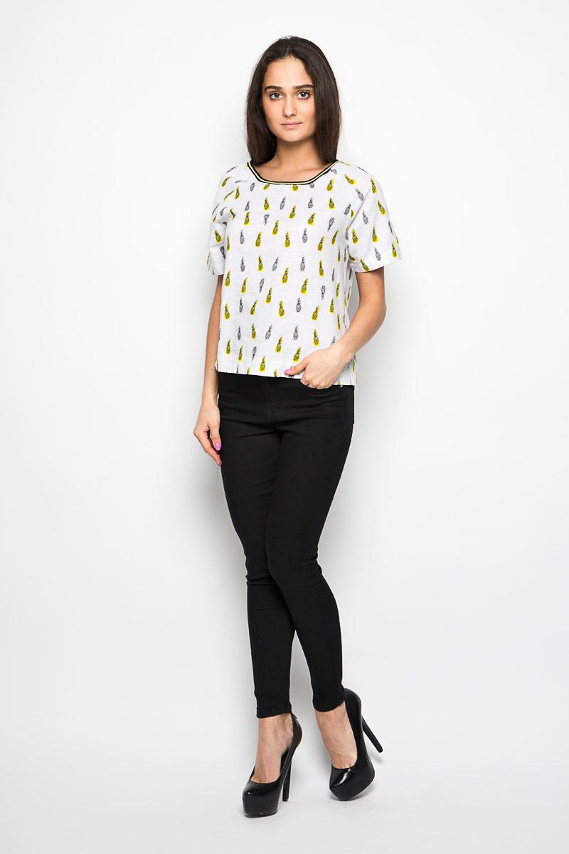 Футболка женская. L47NXOHAL47NXOHAОригинальная женская футболка Lee, выполнена из натурального хлопка. Модель с круглым вырезом горловины и короткими рукавами-реглан. Горловина обработана трикотажной резинкой, которая предотвращает деформацию после стирки и во время носки. Изделие оформлено оригинальным принтом в мелкий ананас. Эта футболка станет отличным дополнением к вашему гардеробу.