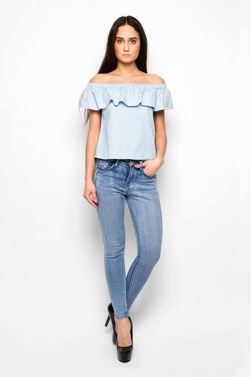 Джинсы женские. JL5249JL5249Стильные женские джинсы Glamorous - джинсы высочайшего качества на каждый день. Модель прилегающего кроя изготовлена из эластичного хлопка с добавлением полиэстера. Такие джинсы выгодно подчеркнут достоинства вашей фигуры. Застегиваются джинсы на пуговицу в поясе и ширинку на металлической застежке- молнии. Спереди расположены два втачных кармана с закругленными срезами и один маленький секретный кармашек, а сзади модель дополнена двумя накладными карманами. Эти модные и в то же время комфортные джинсы послужат отличным дополнением к вашему гардеробу. В них вы всегда будете чувствовать себя уютно и комфортно.