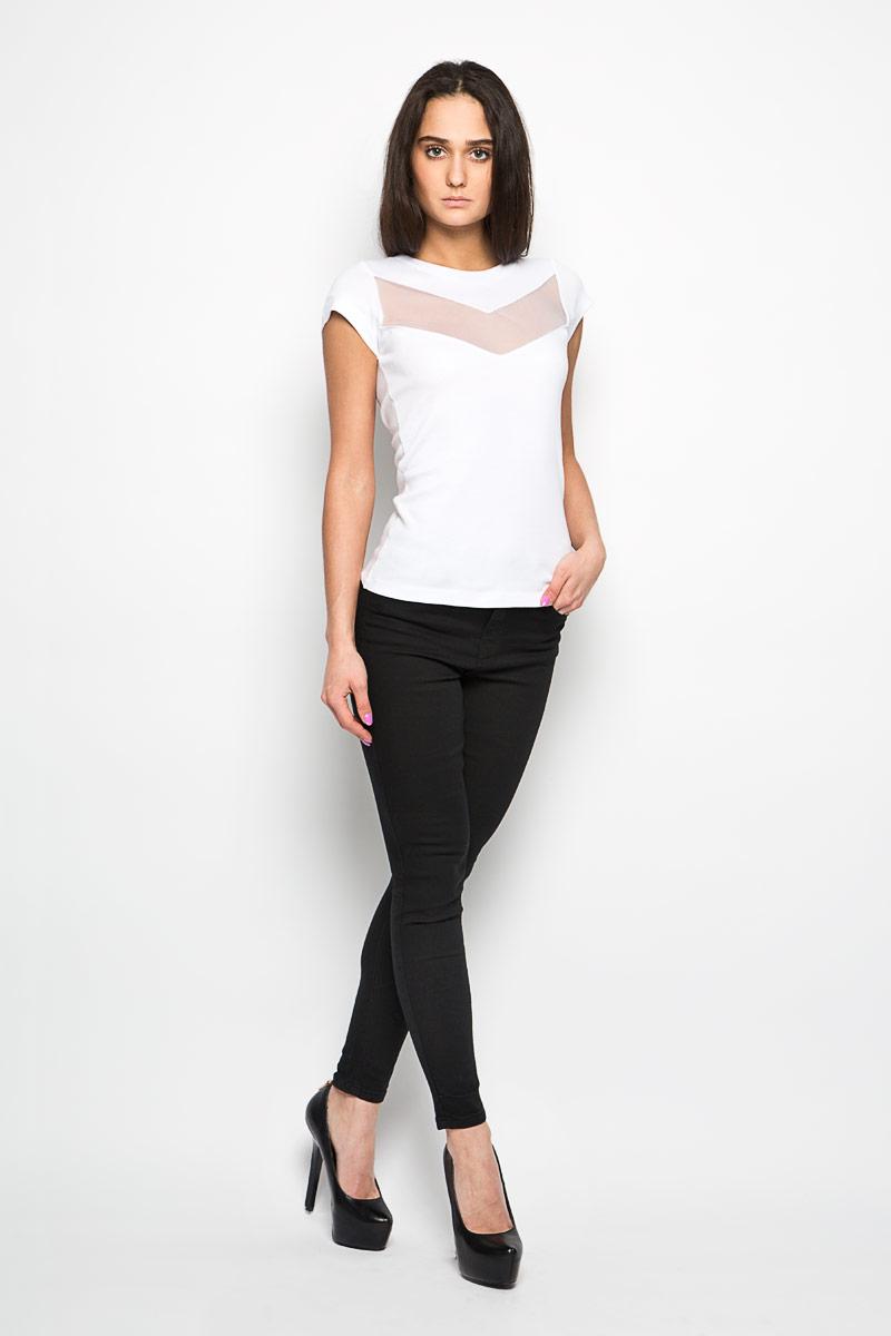 00SNJP-0HAFJОригинальная женская футболка Diesel, выполнена из хлопка и вискозы. Модель с круглым вырезом горловины и короткими рукавами. Горловина обработана трикотажной резинкой, которая предотвращает деформацию после стирки и во время носки. Изделие оформлено оригинальной вставкой из сетчатого материала немного выше уровня груди и металлической нашивкой с названием бренда. Эта футболка станет отличным дополнением к вашему гардеробу.