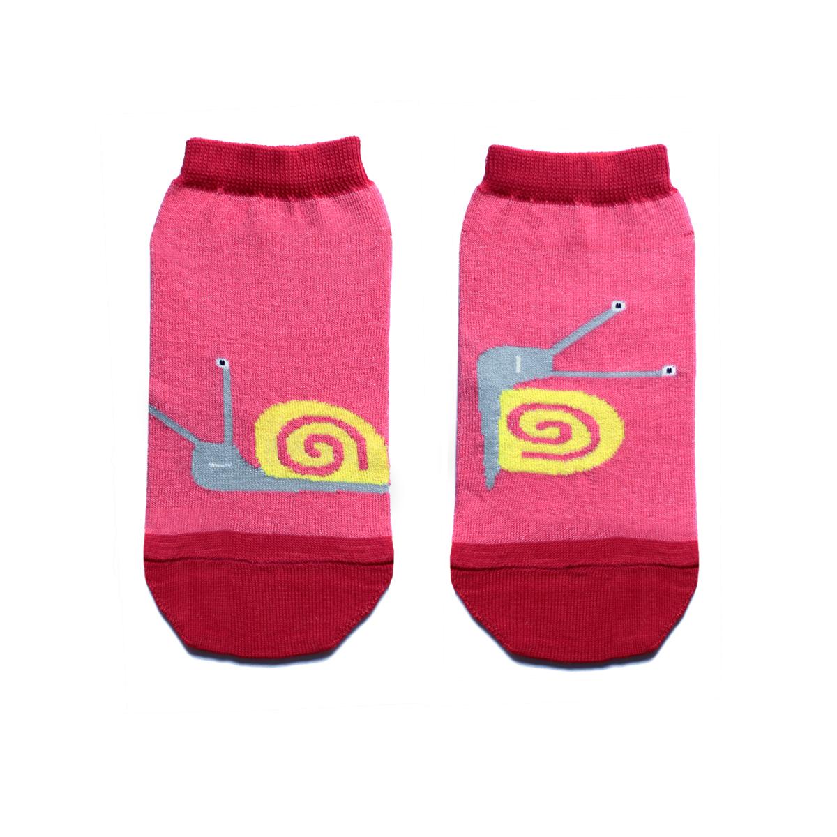 Носкиca1622Укороченные женские носки Big Bang Socks изготовлены из высококачественного хлопка с добавлением полиамидных и эластановых волокон, которые обеспечивают великолепную посадку. Носки отличаются ярким стильным дизайном, они оформлены изображением забавных улиток. Удобная резинка идеально облегает ногу и не пережимает сосуды, а усиленные пятка и мысок повышают износоустойчивость носка. Дизайнерские носки Big Bang Socks - яркая деталь в вашем образе и оригинальный подарок для друзей и близких.