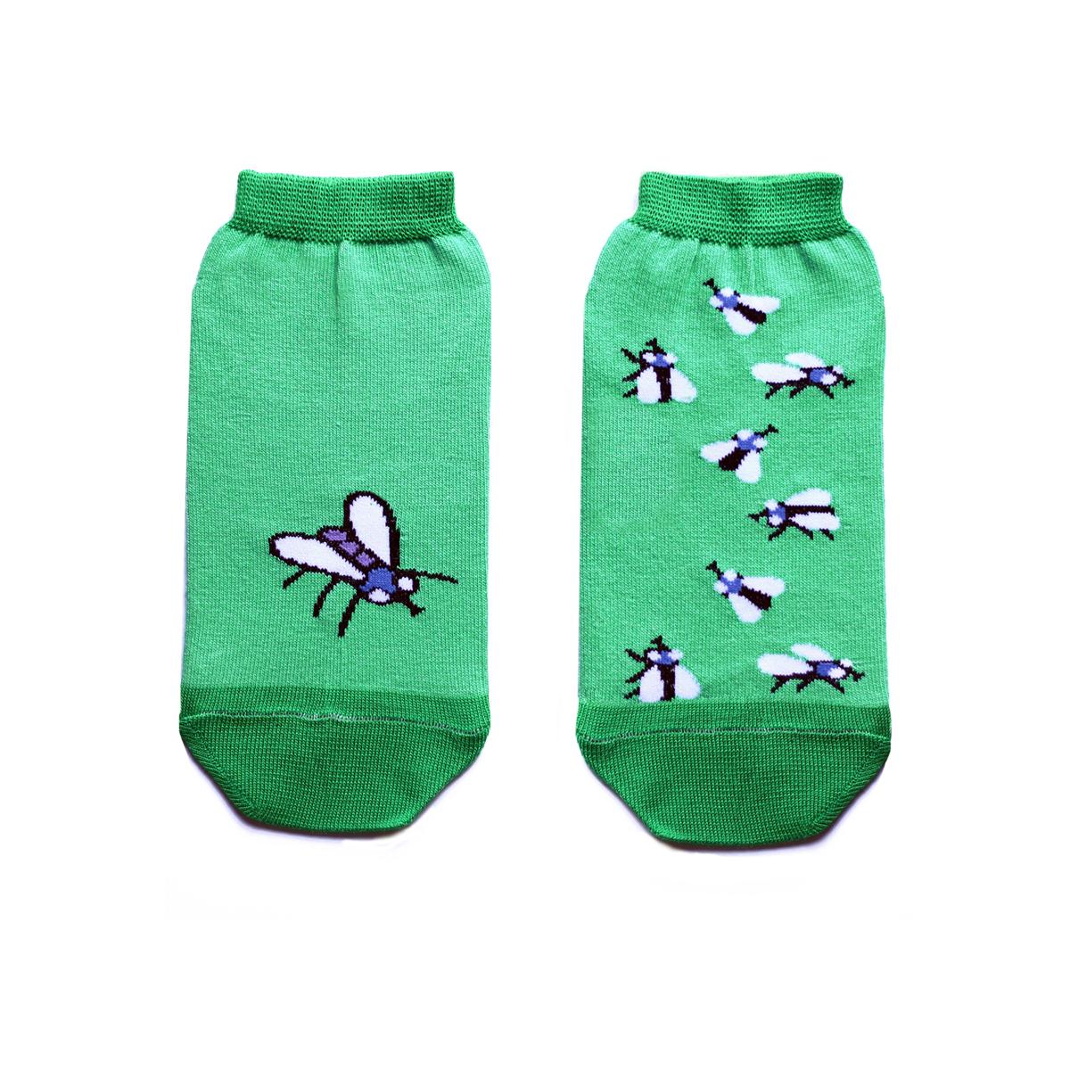 Носкиca1422Укороченные женские носки Big Bang Socks изготовлены из высококачественного хлопка с добавлением полиамидных и эластановых волокон, которые обеспечивают великолепную посадку. Носки отличаются ярким стильным дизайном, они оформлены изображением мух. Удобная резинка идеально облегает ногу и не пережимает сосуды, а усиленные пятка и мысок повышают износоустойчивость носка. Дизайнерские носки Big Bang Socks - яркая деталь в вашем образе и оригинальный подарок для друзей и близких.