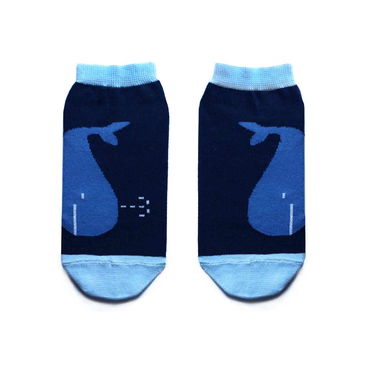 ca1332Укороченные мужские носки Big Bang Socks изготовлены из высококачественного хлопка с добавлением полиамидных и эластановых волокон, которые обеспечивают великолепную посадку. Носки отличаются ярким стильным дизайном, они оформлены изображением китов. Удобная резинка идеально облегает ногу и не пережимает сосуды, а усиленные пятка и мысок повышают износоустойчивость носка. Дизайнерские носки Big Bang Socks - яркая деталь в вашем образе и оригинальный подарок для друзей и близких.