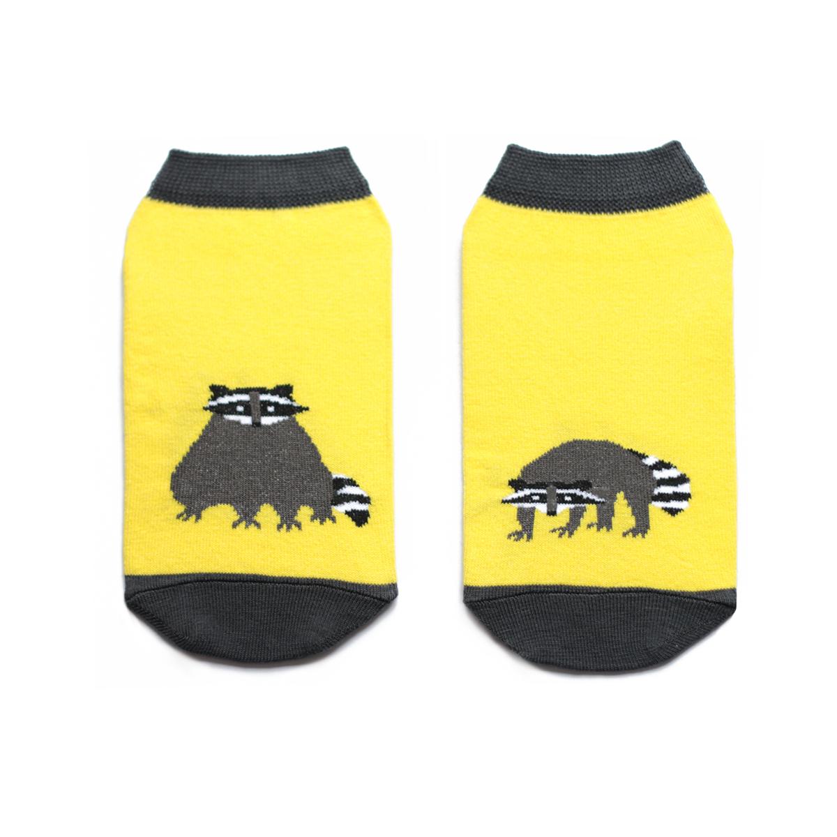 Носкиca1232Укороченные мужские носки Big Bang Socks изготовлены из высококачественного хлопка с добавлением полиамидных и эластановых волокон, которые обеспечивают великолепную посадку. Носки отличаются ярким стильным дизайном, они оформлены изображением енота. Удобная резинка идеально облегает ногу и не пережимает сосуды, а усиленные пятка и мысок повышают износоустойчивость носка. Дизайнерские носки Big Bang Socks - яркая деталь в вашем образе и оригинальный подарок для друзей и близких.