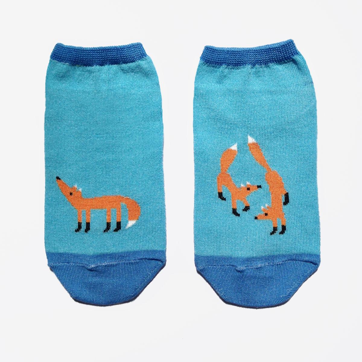 ca1122Укороченные женские носки Big Bang Socks изготовлены из высококачественного хлопка с добавлением полиамидных и эластановых волокон, которые обеспечивают великолепную посадку. Носки отличаются ярким стильным дизайном, они оформлены изображением лисичек. Удобная резинка идеально облегает ногу и не пережимает сосуды, а усиленные пятка и мысок повышают износоустойчивость носка. Дизайнерские носки Big Bang Socks - яркая деталь в вашем образе и оригинальный подарок для друзей и близких.