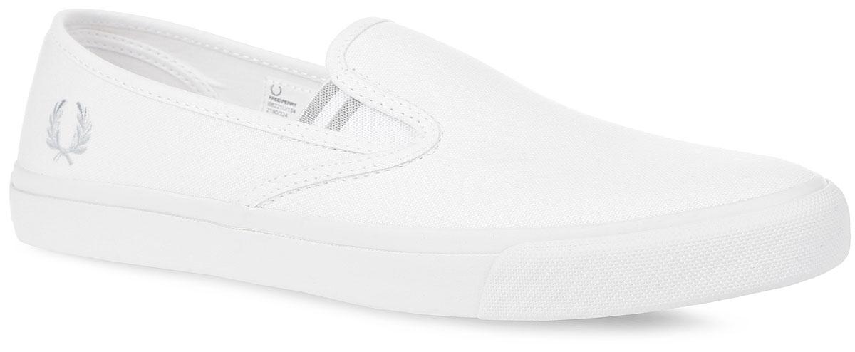 СлипоныB6221U-134Трендовые мужские слипоны Fred Perry Turner Slip On Canvas покорят вас с первого взгляда! Модель выполнена из плотного текстиля. Подъем оформлен двумя эластичными вставками, одна из боковых сторон - вышивкой в виде логотипа бренда, задняя часть обуви - символикой бренда. Текстильная подкладка и стелька из ЭВА материала с текстильным верхним покрытием обеспечат комфорт и предотвратят натирание. Прочная резиновая подошва с рельефным рисунком обеспечивает сцепление с любой поверхностью. Такие слипоны займут достойное место среди коллекции вашей обуви.