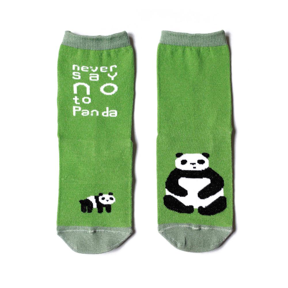 Носкиn121Яркие женские носки Big Bang Socks изготовлены из высококачественного хлопка с добавлением полиамидных и эластановых волокон, которые обеспечивают великолепную посадку. Носки отличаются ярким стильным дизайном, они оформлены изображением панды и надписью: Never say NO to Panda. Удобная резинка идеально облегает ногу и не пережимает сосуды, а усиленные пятка и мысок повышают износоустойчивость носка. Дизайнерские носки Big Bang Socks - яркая деталь в вашем образе и оригинальный подарок для друзей и близких.